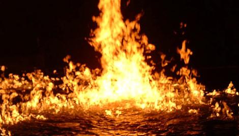 Fuego que consume el agua