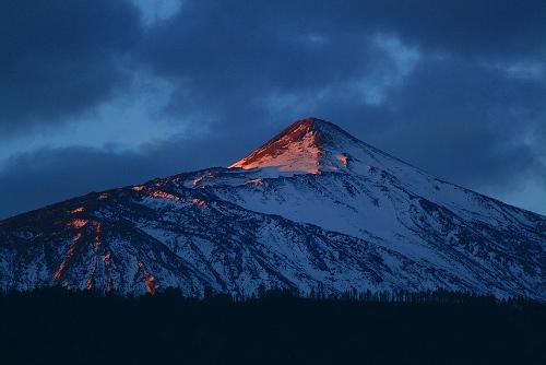 La sombra del Teide al amanecer