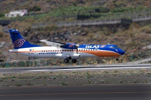 Avión aterrizando en La Palma