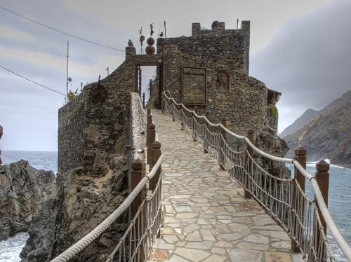 Castillo ante el mar de La Gomera